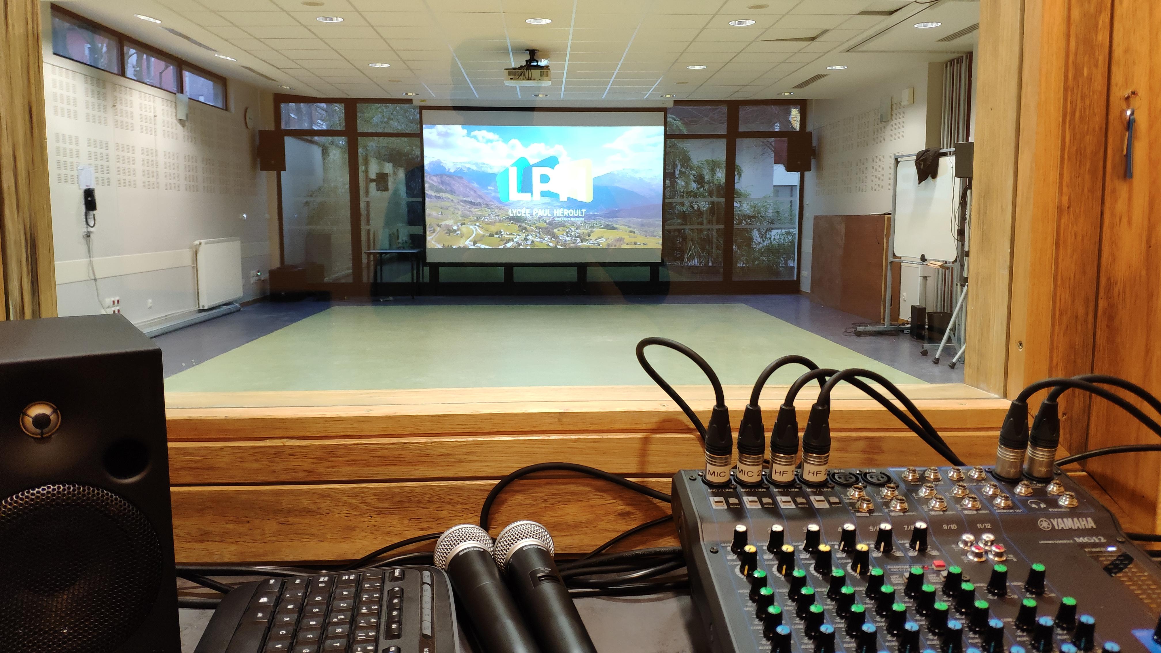 Equipement audiovisuel professionnel salle de conférence - réunion - Bochet