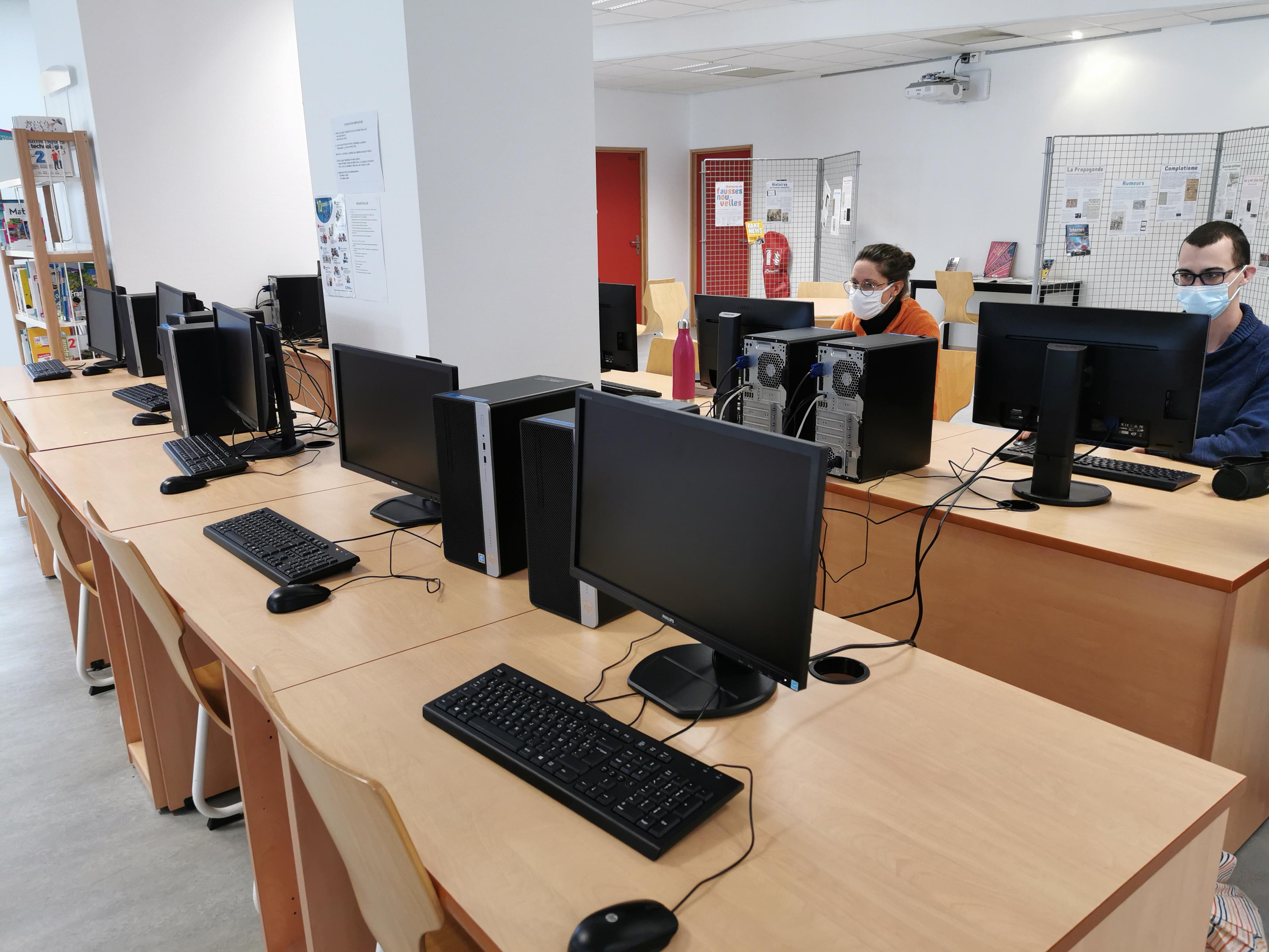Cdi du lycée Paul Héroult - l'espace de travail informatique, les ordinateurs